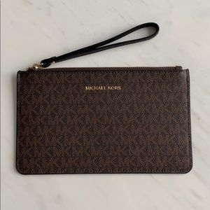 MICHAEL KORS POUCH WITH HANDLE